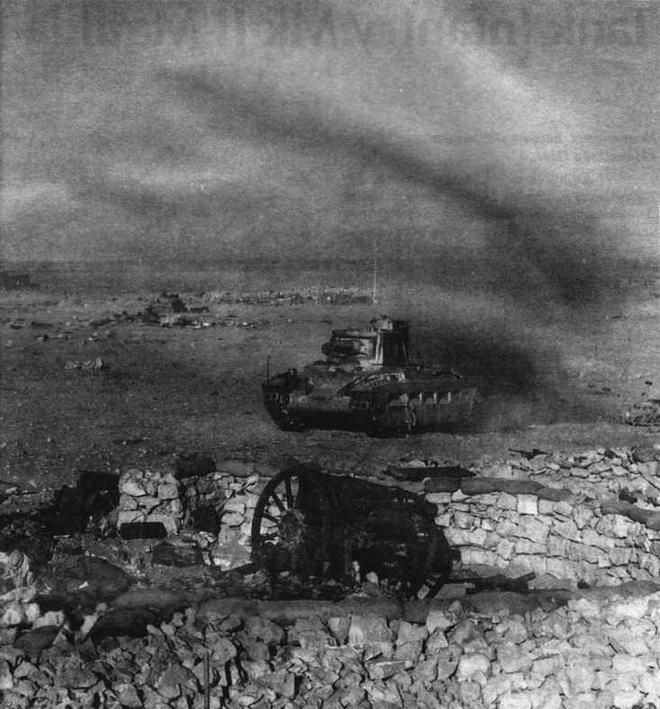 """""""Матильда"""" среди остатков лагеря Нибейва. 9 декабря 1940 года"""