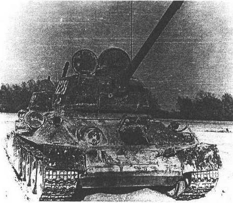 Модернизированный в послевоенные годы танк Т-34-85. На правом борту корпуса хорошо заметен ИК-осветитель ФГ-100 прибора ночного видения.