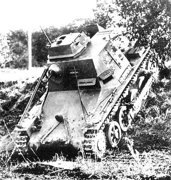 Командирский танк 3Kl.B во время манёвров вермахта.