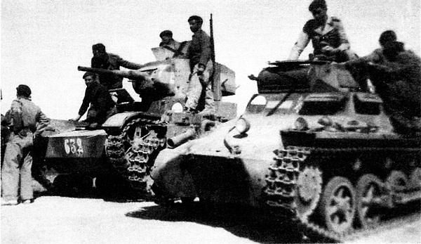 Танки Pz.I и Т-26 испанского Иностранного легиона. На нижнем снимке виден танк, перевооружённый 20-мм пушкой Breda. Выкрашенные в серый цвет немецкие танки получили в Испании прозвище «Негрилло».