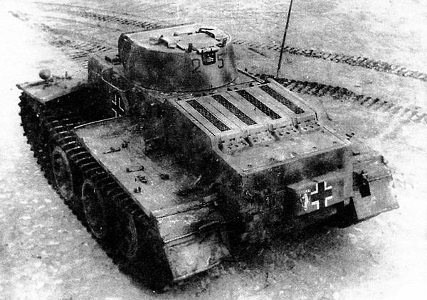 «Маленький свирепый зверь». Трофейный Pz.I Ausf.F во время испытаний па НИБТПолигоне в Кубинке. 1945 год.