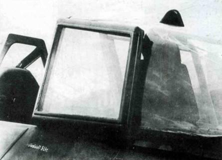 Дополнительное бронестекло, установленное на фонаре Fw 190A-8/R7. В левом нижнем углу виден лист дополнительной брони, наложенной на борт.