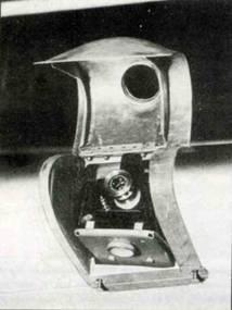 Ниши в передней кромке левого крыла с установленной там малоформатной фотокамерой «Robot 1» или II. Кроме того, после замены основания, здесь можно было установить 16-мм фотокамеру ЕК 16.