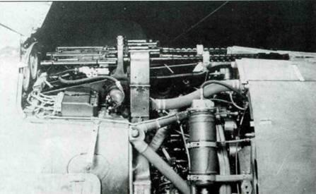 Два пулемета MG 17 под капотом, вид справа.