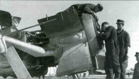 Fw 190G со снятыми и открытыми крышками капота. Видно, что под капотом отсутствуют пулеметы. Трубки Пито расположена в центральной чисти правого крыла.