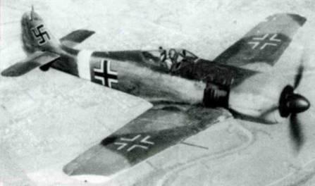В первое время самолет DN+FP, испытывавшийся в Огайо, летал с немецкими опознавательными знаками. Желобки в верхней части капота отсутствуют, что характерно для Fw 190G, не имевших пулеметов в фюзеляже.