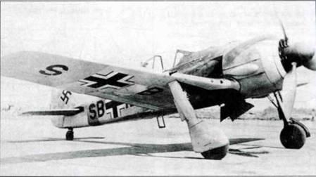 Fw 190А-0 на заводском аэродроме. Виден радиокод ни фюзеляже и нижней стороне крыла.