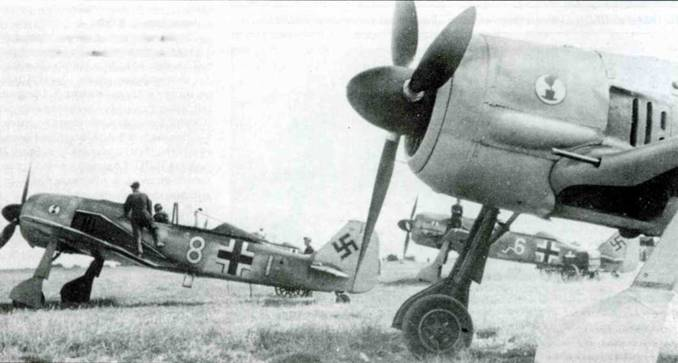 Fw 190A-3 из 7./JG 2. В кабине самолета «Я+1» сидит обер-лейтенант Курт Гольцш (43 победы).