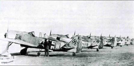 Два снимка. Шеренга Fw 190F-2, вероятно из SKG 10 на аэродроме в Демблине. Хорошо видны тактические обозначения самолетов.