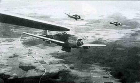 Fw 190F-8/RI из неизвестной части во время выполнения боевого задания. Обратите внимание на стандартный фонарь кабины, характерный только для ранних F-8.