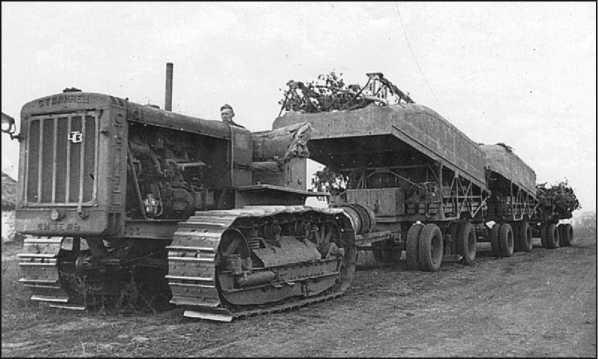 Трактор С-60 с полупонтонами тяжелого понтонного парка Н2П.
