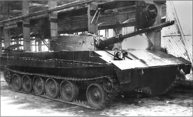 Плавающий танк Р-39 в цеху завода «Красное Сормово». 1949 год.