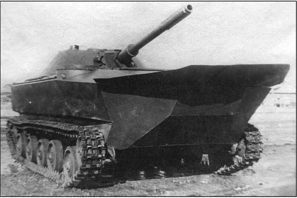 Танк К-90 с поднятым волноотражательным щитком.