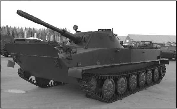 Танк ПТ-76 выпуска до ноября 1955 года с частично выполненным объемом работ по модернизации периода 1956–1964гг. Волноотражательный щиток поднят в положение для плава.