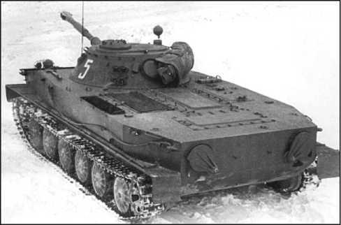 Танк ПТ-76Б выпуска 1959 года, вид спереди сверху (вверху) и вид сзади сверху (внизу).