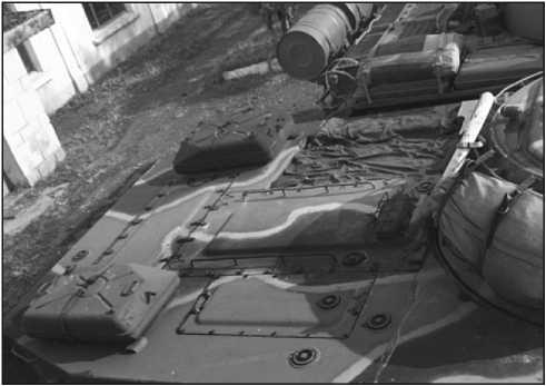 С 1964 года на ПТ-76Б стали устанавливаться прямоугольные топливные баки, заимствованные у Т-54.