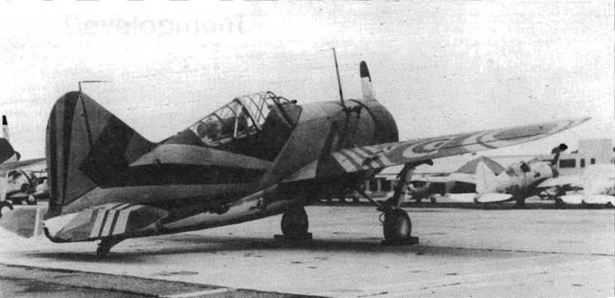 В августе-сентябре 1940 года в VF-3 несколько самолетов получили экспериментальный камуфляж, разработанный художником Макклелландом Барклеем. Этот самолет оснащен фотокамерой, установленной на правом борту у антенной мачты. Цвета камуфляжа Sea Green (сине-зеленый)› Mid-Gray (серый) и Off-White (грязно-белый).