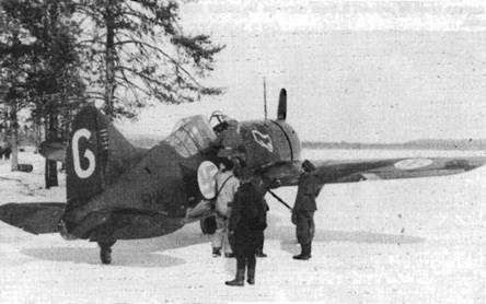 Серийный номер на этом самолете нанесен черными литерами по зеленому фону и зелеными литерами по черному фону. На киле отмечены пять побед, в том числе одна над бипланом И-153.