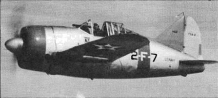 F2A-2 из VF-2. Принадлежность к авиагруппе «Лексингтона» определяется по лимонно-желтому хвостовому оперению. Синий капот, а также полосы на фюзеляже и крыльях указывают на принадлежность к 3-му звену. Высокая антенная мачта заменена небольшим штырем на левом крыле.