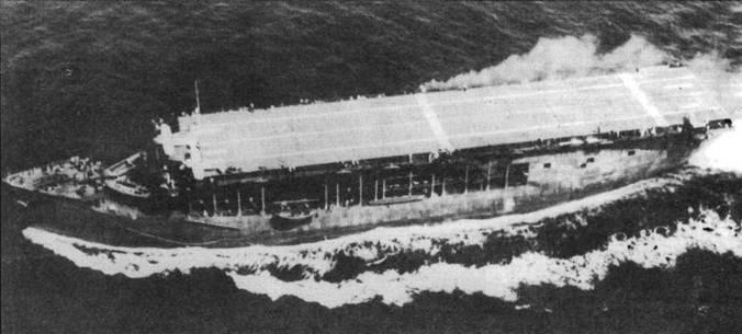 На борту эскортного авианосца «Лонг-Айленд» (CVE-1) базировалась смешанная эскадрилья, располагавшая истребителями F2A-2 и гидросамолетами «Кертисс SOC Сигал». Снимок сделан в ходе демонстрации корабля президенту Рузвельту в тот момент, когда два F2A-2 с помощью катапульты взлетают с полетной палубы авианосца.