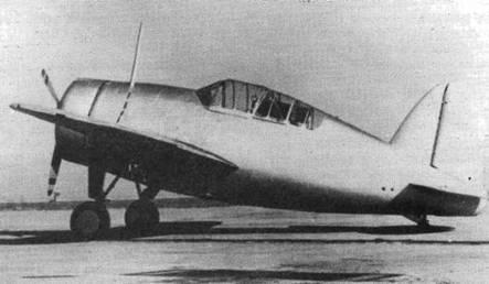 Испытания истребителя XF2A-1 начались осенью 1937 года. Самолет был передовым для своего времени имел убирающееся шасси с гидравлическим приводом и прочный цельнометаллический планер. Прототип отличался эллиптическим килем и конструкцией фонаря.