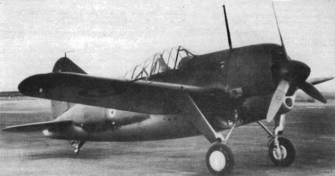 Истребитель «Модель 339В», выпускавшийся для Бельгии, отличался хвостовым коком, немного удлинявшим фюзеляж. Самолет сохранил маленькое хвостовое колесо и пропеллер «Кертисс Электрик», характерный для F2A-2, но получил коленчатую трубку Пито.