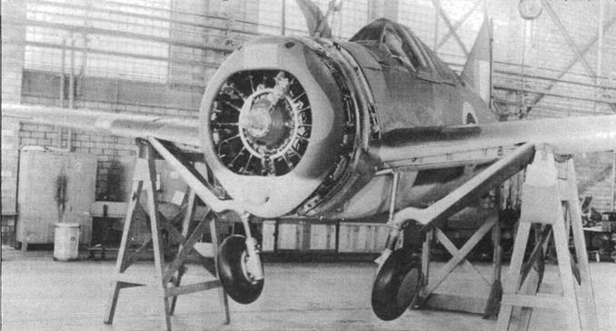 Испытание системы выпуска шасси. На передней кромке правого крыла видна заплатка, закрывающая объектив фотопулемета. Многие самолеты «Модель 339Е» получили восстановленные двигатели, которые имели тенденцию терять масло.