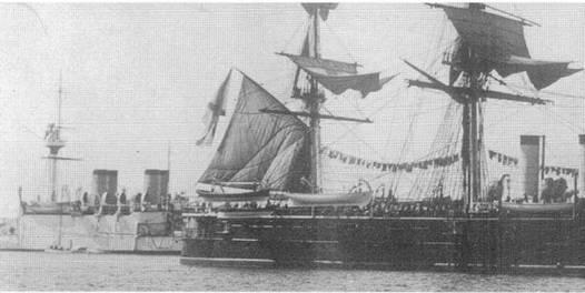 """""""Наварин"""" в дальнем плавании (2 фото вверху и внизу) и в составе Учебно- Артиллерийского отряда в 1903г."""