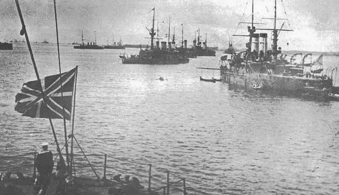 """В составе 2-й Тихоокеанской эскадры. """"Наварин"""" во время императорского смотра (вверху и на обороте) и перед уходом на Тихий океан"""
