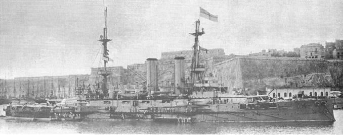 """Броненосцы """"Вендженс"""" (вверху) и """"Имплакейбл"""" в 1901 и 1903 гг. (2 фото внизу)"""