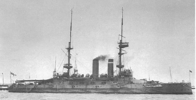 """Броненосцы """"Голиаф"""" в 1908-1909 гг. (вверху и в центре) и """"Имплакейбл"""" в 1909- 1910 гг. (внизу)"""