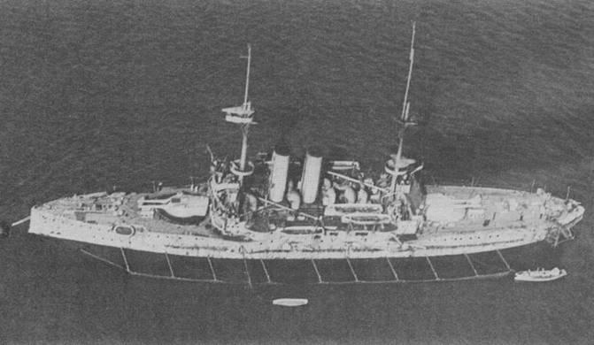 """Броненосцы """"Вендженс"""" в 1915 и 1916 гг. (вверху и в центре), и """"Альбион"""" в 1917 г. (внизу)"""