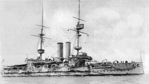 """Броненосцы """"Иррезистибл'' (вверху), """"Альбион"""" (в центре) и """"Оушн"""" в годы первой мировой войны (внизу)"""