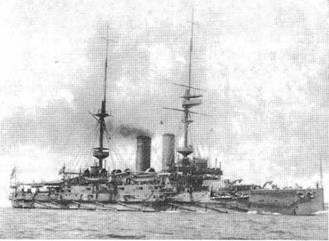 """Броненосец """"Формидабл"""" в 1905 г., (вверху), в 1914 г. (в центре) и в январе 1915 г."""