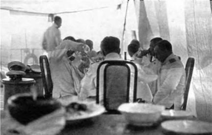 """На линкоре """"Иоанн Златоуст"""" проба обеда (вверху), во время богослужения (в центре), на юте во время обеда (внизу)"""
