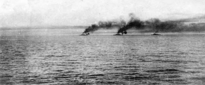 На фото слева и вверху: линкоры Черноморского флота в бою у мыса Сарыч. 5/18 ноября 1914г.