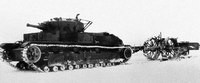 Испытание плуга-канавокопателя КВ танком Т-28. НИБТ полигон, ноябрь 1940 года.