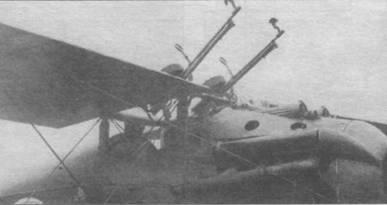Особенности вооружения самолеты «Долфин». Два пулемета «Льюис» над крылом и два пулемета «Виккерс» под капотом.