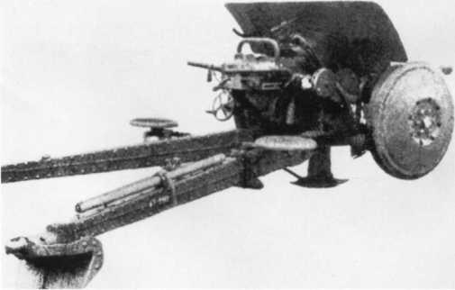 47-мм бельгийская противотанковая пушка SA.FRS, использовавшаяся в вермахте под обозначением Pak 185 (Ь), вид сзади справа (АСКМ).