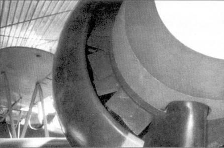 Улучшению охлаждения двигателя способствовала установка вентилятора за коком во iдушного винта.