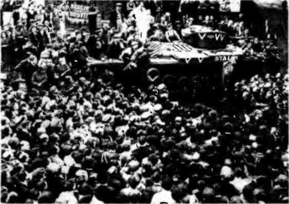 Митинг в Бирмингеме по случаю передачи британских танков Советскому Союзу. 28 сентября 1941 года.