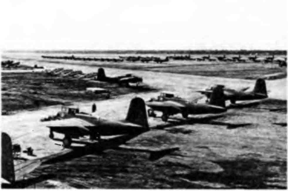 Готовые к перегонке в СССР самолёты на аэродроме. Аляска, 1943 год.