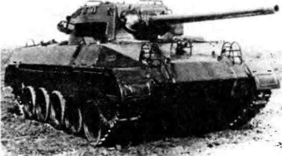 Американская самоходка— истребитель танков Т70 «Ведьма», известная в армии США под названием М18 «Хеллкзт». Полигон в Кубинке, 1945 год.