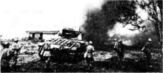 «Матильды» 133-й танковой бригады 22-го танкового корпуса выбивают противника из населенного пункта. Юго-Западный фронт, май 1942 года.
