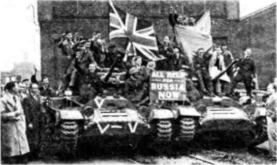 Перед митингом по случаю передачи первых британских танков Советскому Союзу. Бирмингем, 28 сентября 1941 года.