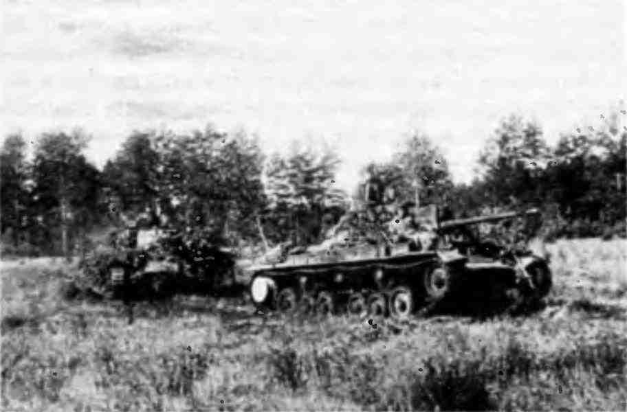 Танки «ВалентайнIX» 5-й гвардейской танковой армии выдвигаются на боевые позиции. 1-й Белорусский фронт, лето 1944 года.