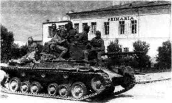 Танк «ВалентайнIX» на улице г. Яссы. Румыния, август 1944 года.