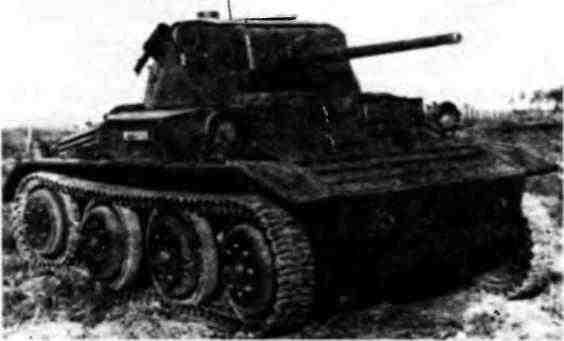 Танк MK-VII на полигоне в Кубинке. 1945 год.