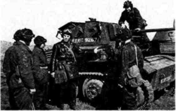 Экипажи 151-й танковой бригады изучают материальную часть английского танка MK-VII «Тетрарх». 1942 год.