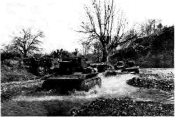 Колонна танков MK-VII на марше. 151-я танковая бригада, Закавказский фронт, 1942 год.